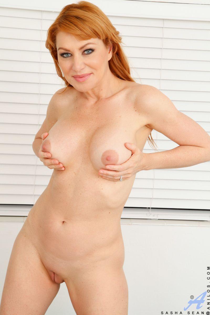 Sexy nude masturbating redhair
