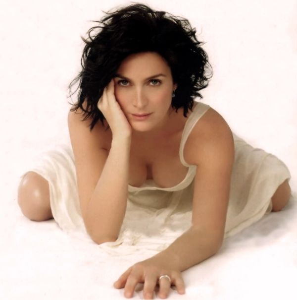 Judge reccomend Carrie anne moss boob