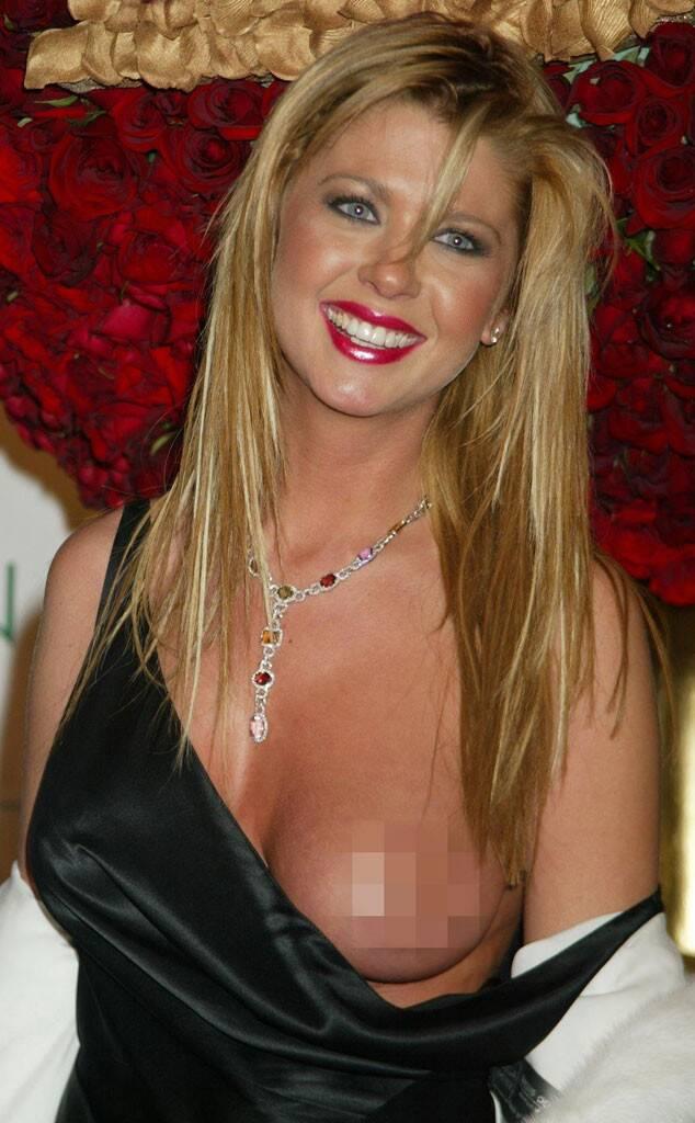 Tara reid boob oops