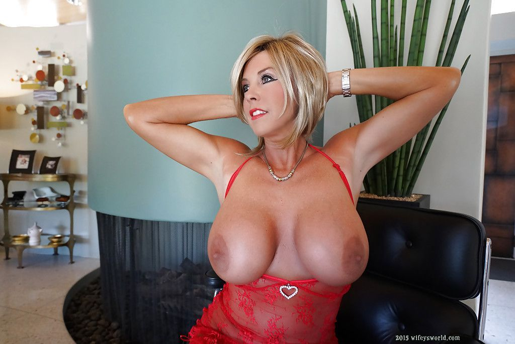 Free scantily clad mature sex performers