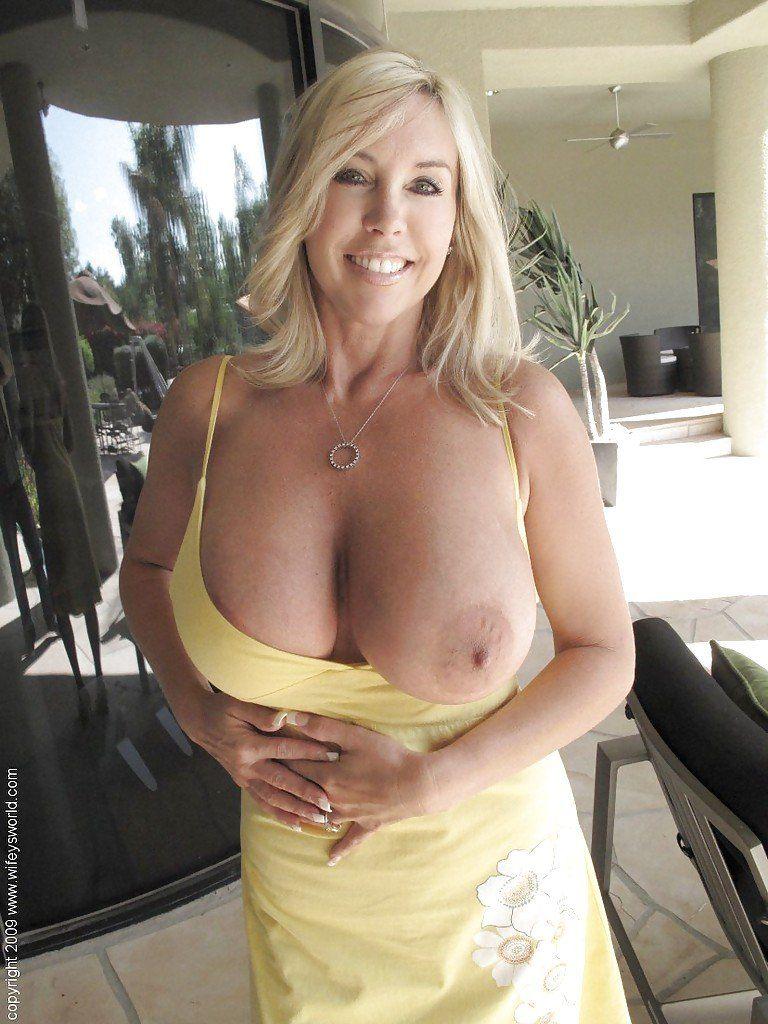 Mature woman havingsex