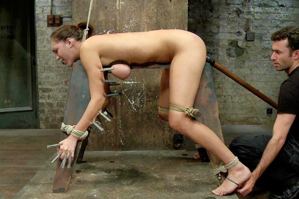 ebony outdoor bondage