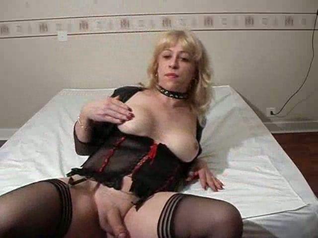 Artemis reccomend Older shemales cumming on webcam