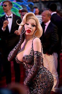 Rainbow reccomend Amanda lepore shows boobs