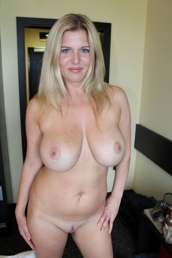 Venus reccomend Amateur big hot milf naked natural tit