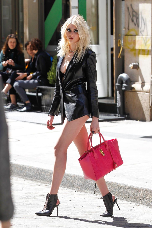 Wild R. reccomend Gaga upskirt no pants