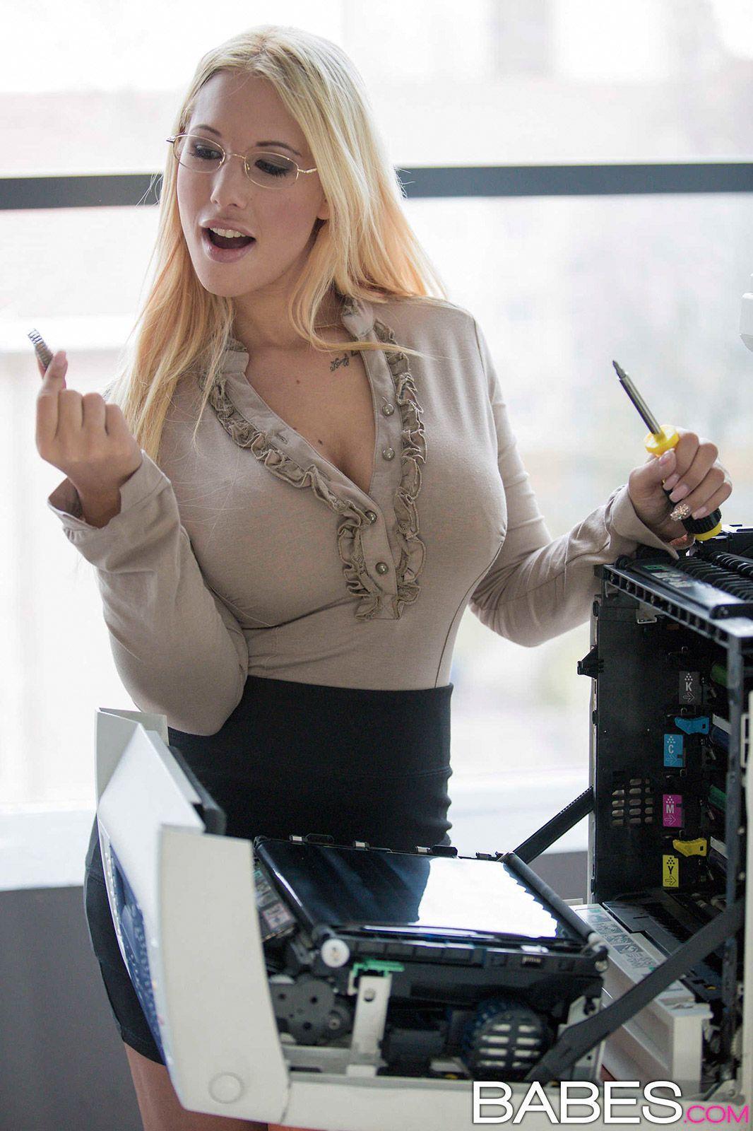 Hot office blowjob