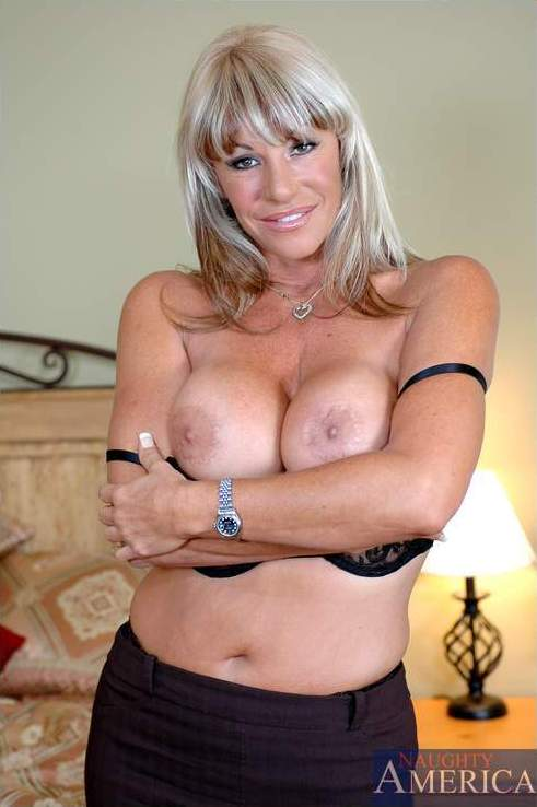 Kat kleevage milf galleries