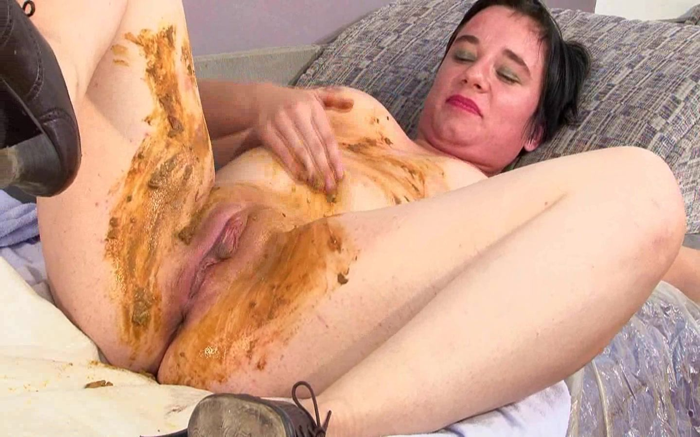 Alina sucks cock