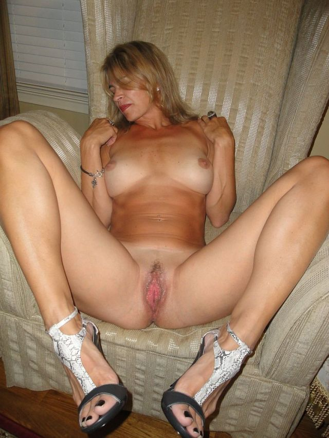 milf spreading Hot