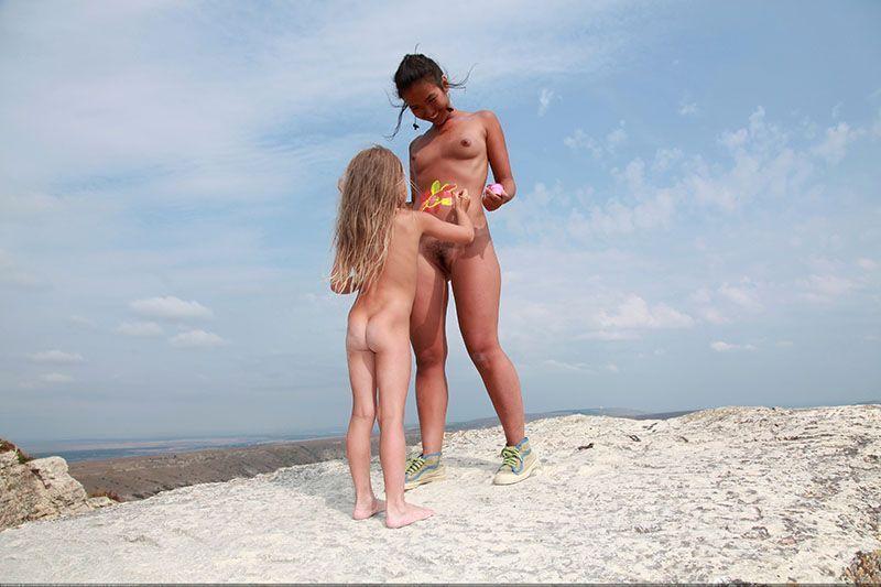 Nude sexy girls fucking